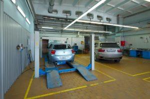 автомобили BMW на ремонте
